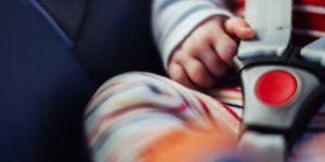 bambini dimenticati in auto, vittime innocenti di una società malata