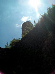 Castello di Comano, la torre sovrasta le mura