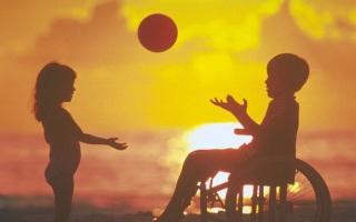 Il bambino dal pallone giallo