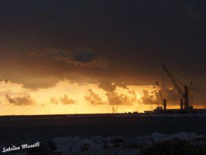Frasi sul porto, in foto Porto di Marina di Carrara al tramonto