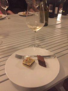 Degustazione di vini al Cru, il Solaris servito in giardino