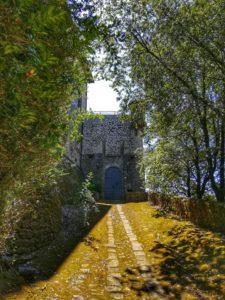 Castello di Monti di Licciana, vialetto di accesso