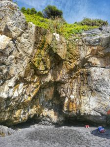 Punta Corvo, cascatella al limite della scogliera