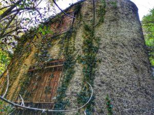 Cascata del Traaton, Mulino abbandonato