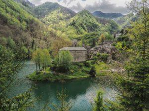 Parco regionale delle Alpi Apuane, Isola Santa
