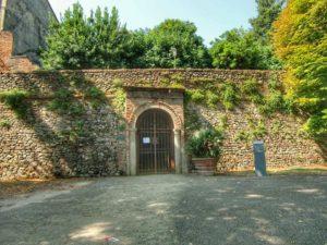 Santarcangelo di Romagna, ingresso grotte tufacee