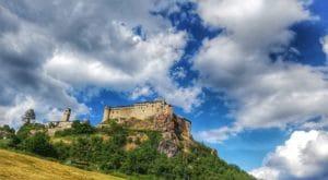 Castello di Bardi, la vista salendo dal basso