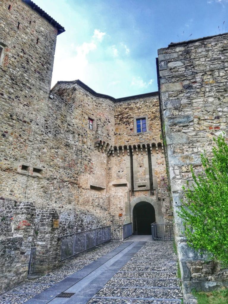 Castello di Bardi, strada d'accesso al ponte levatoio