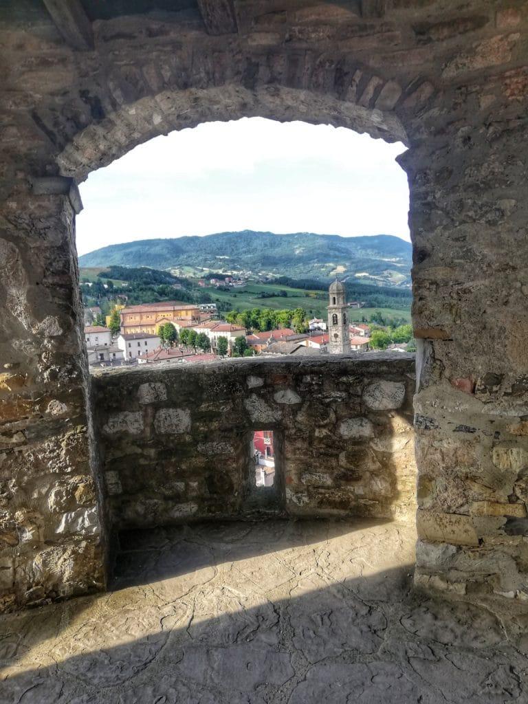 Castello di Bardi, vista sulla valle dal camminamento