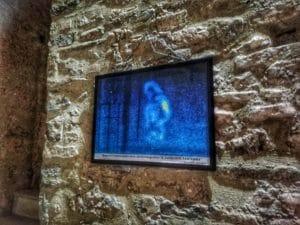Fantasma di Bardi, la foto appesa ai piedi della torre