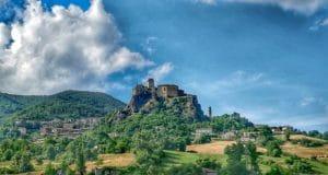Castello di Bardi visto dal basso