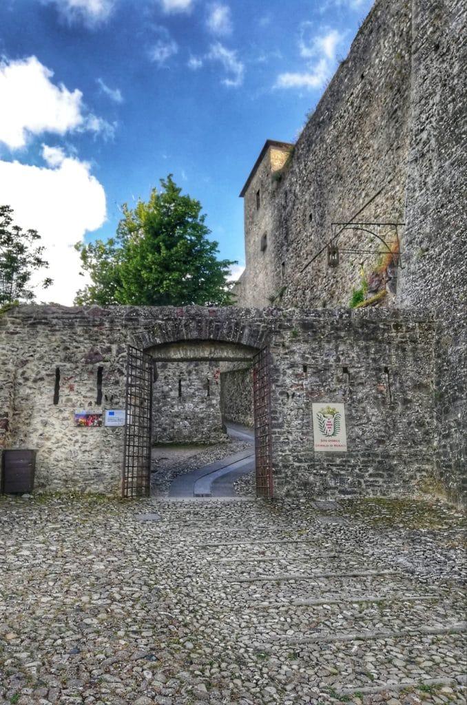 Castello di Bardi, primo ingresso