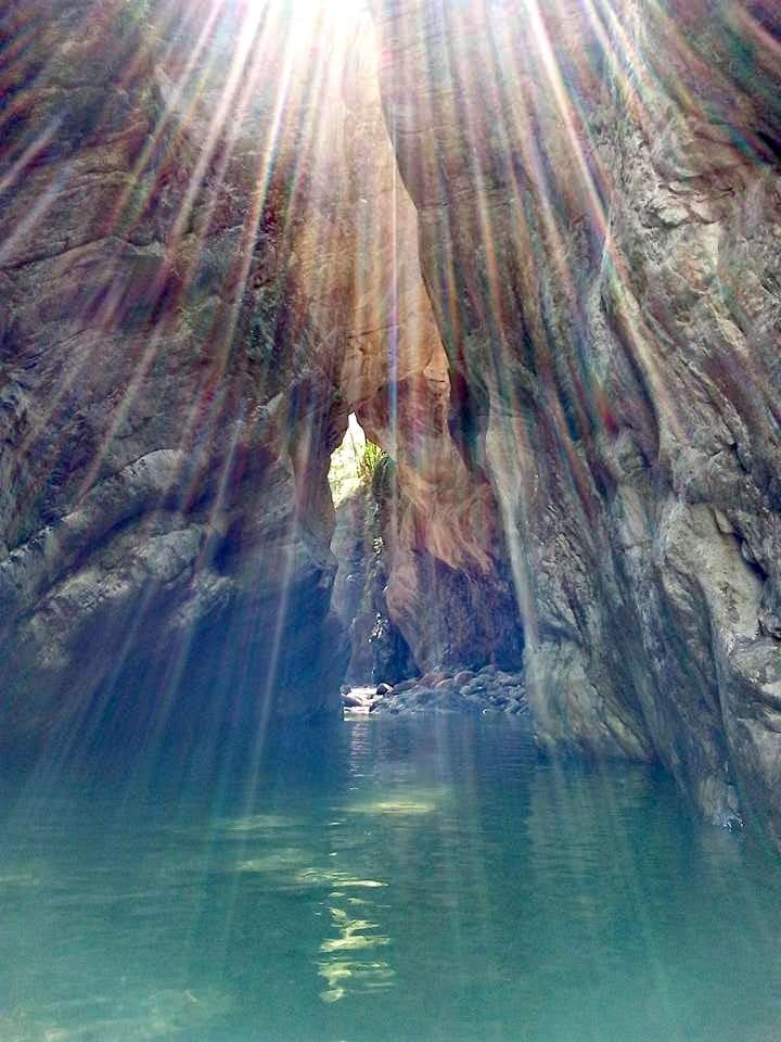Stretti di Giaredo, giochi di luce all'imbocco del canyon