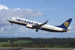 Volo Pisa Trapani, un aereo Ryan Air in decollo