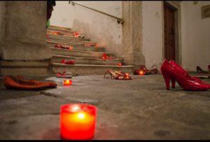 Scarpe rosse esposte a Sarzana in occassione dell giornata contro la violenza sulle donne