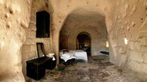 hotel più strani del mondo, una camera grotta del Sextantio di Matera