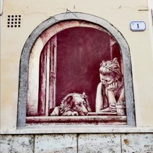 Casoli paese dei graffiti, ragazza e cane alla finestra