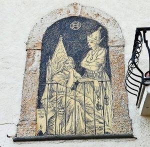 Casoli paese dei graffiti donne alla finestra con gatto