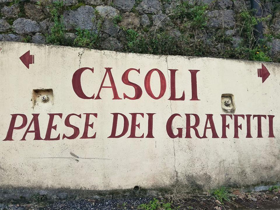 Casoli paese dei graffiti, ingresso al paese
