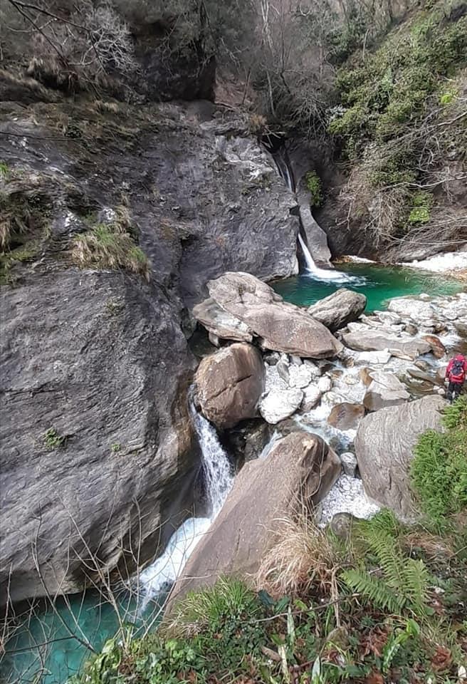 Vista della Cascata di Malbacco arrivando dal sentiero