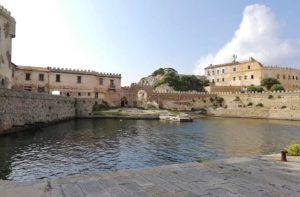 L'antico porticciolo dell'Isola di Pianosa definito il più bel porticciolo del mondo