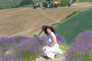 Nei campi di lavanda in Toscana