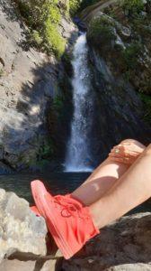 Scarpette rosse alla cascata Piscio di Pracchiola
