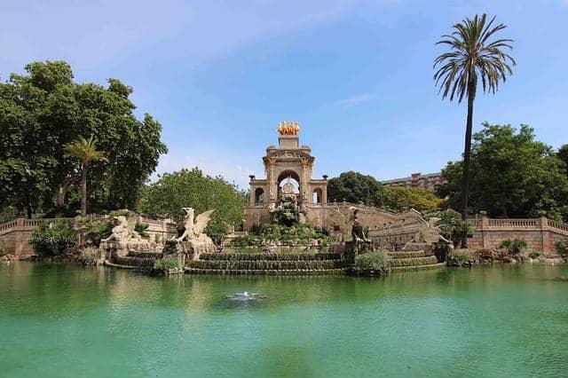 Cosa vedere a Barcellona, laghetto del Parc de la Ciutadella