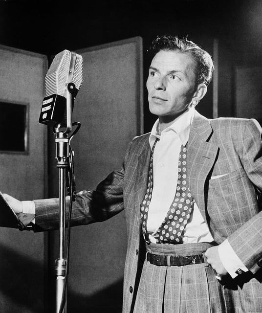 Frank Sinatra, interpete di My Way la canzone inno di chi si fa da sè vivendo a modo suo