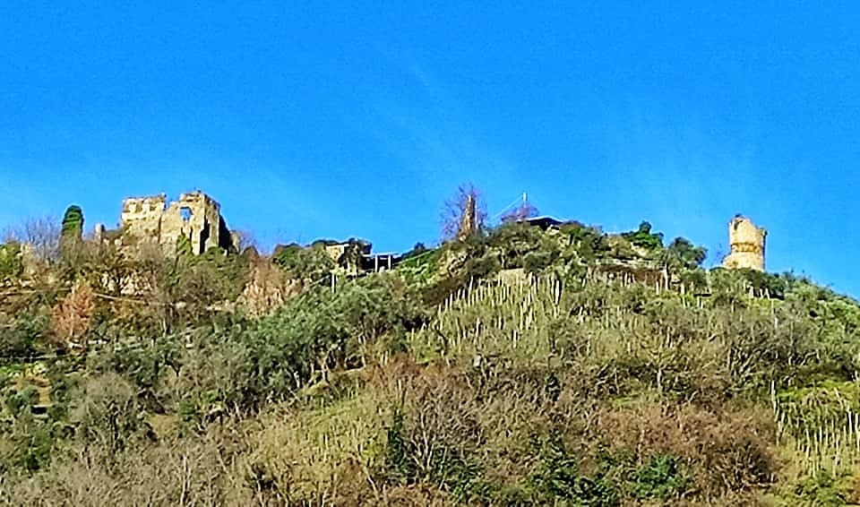 Castello di Moneta, la vista da Via Fontia