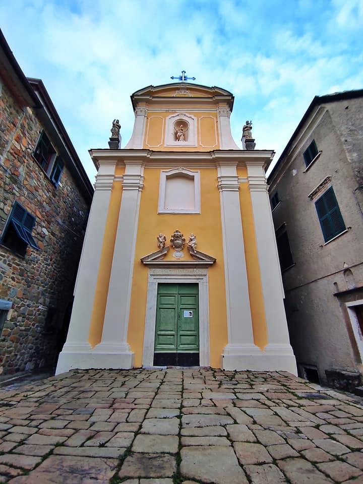 Nicola di Ortonovo, la chiesa dei Santi Filippo e Giacomo