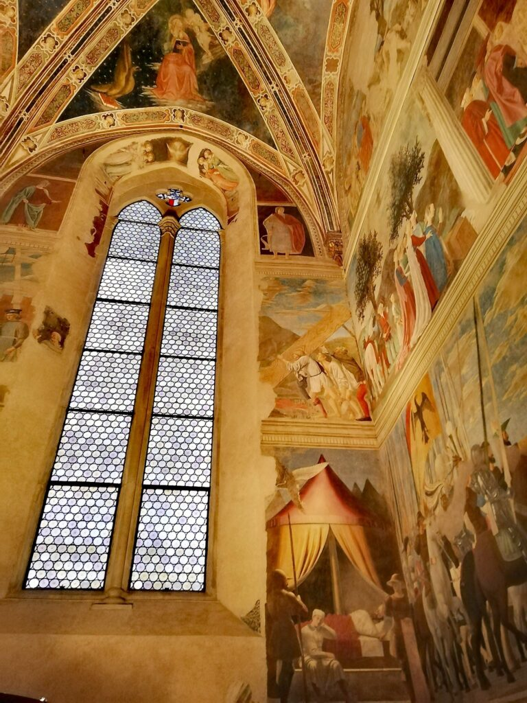 Cosa vedere in Toscana, affreschi di Pier della Francesca nella Basilica di San Francesco