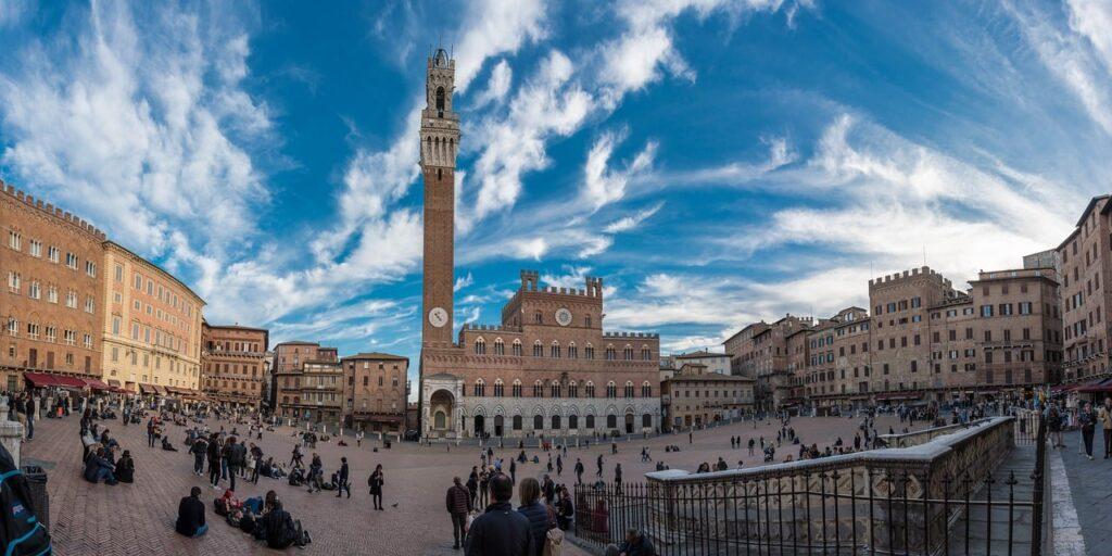 Le più belle piazze d'Italia: la regina è Piazza del Campo di Siena