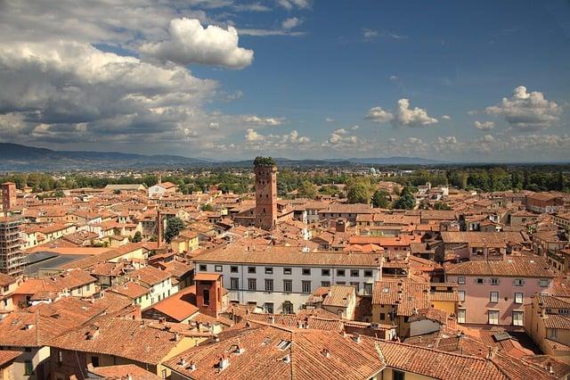 Cosa vedere in Toscana, Lucca vista dall'alto