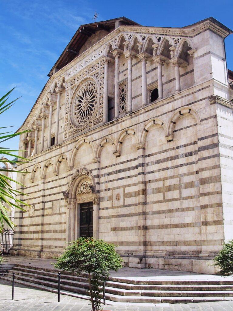 Duomo di Carrara facciata