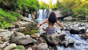 Meditazione alla cascata di Corlaga